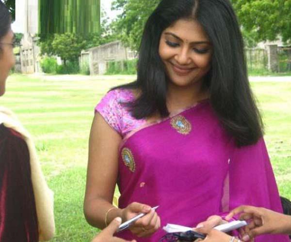 Kamalinee-Mukarjee-Picture-7
