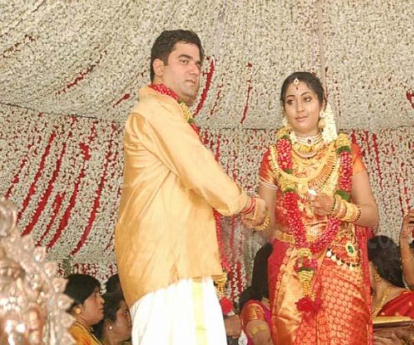 Navya-Nair-Santhosh-Menon-13